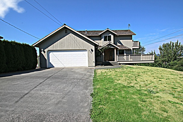 Elegant custom downtown puyallup homepuget sound real for Custom home builders puyallup wa